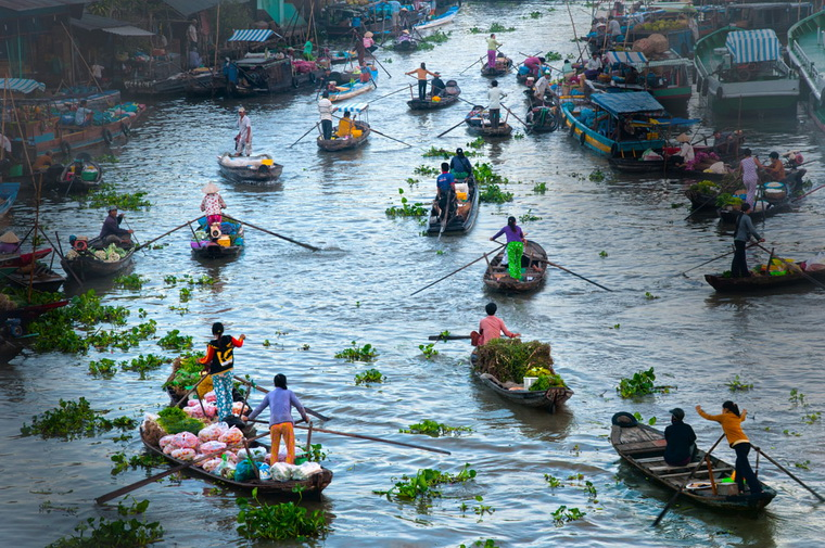 Floating market is the long-established tradition of the Western people - Photo: Internet.