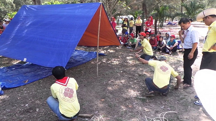Putting up a tent on beach is popular with young people - Photo: Internet.
