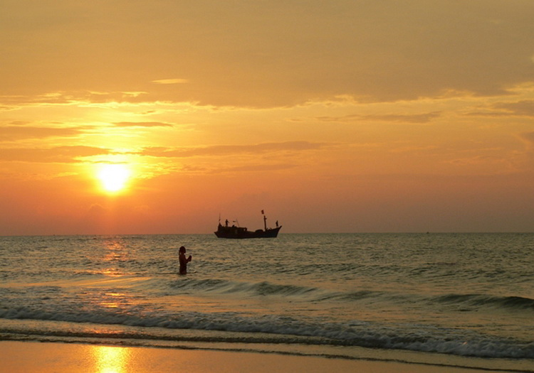 Watching sunset is one of favorite things to do at Vung Tau - Photo: Internet