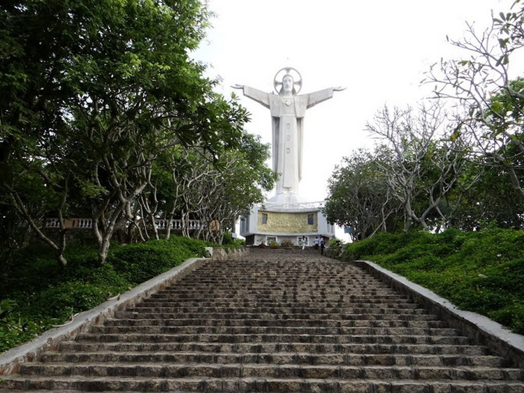 You can take a panoramic view from the Jesus Statue - Photo: Internet.