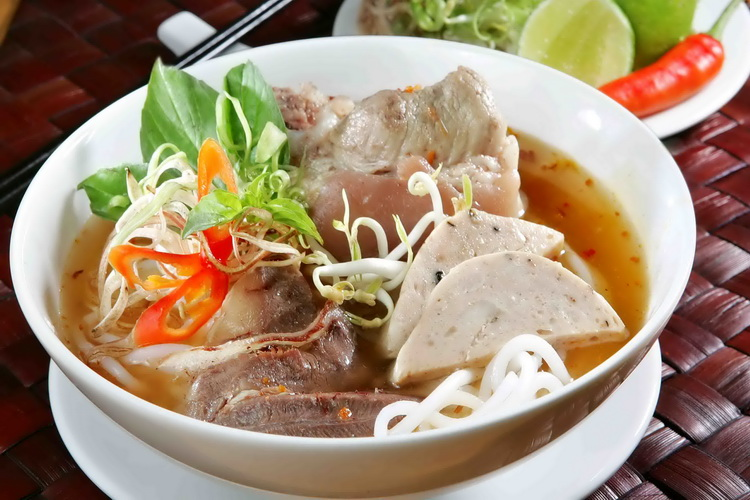 Bun Bo Hue (Vietnamese spicy beef noodle soup)Vietnamese spicy beef noodle soup - Photo: Internet