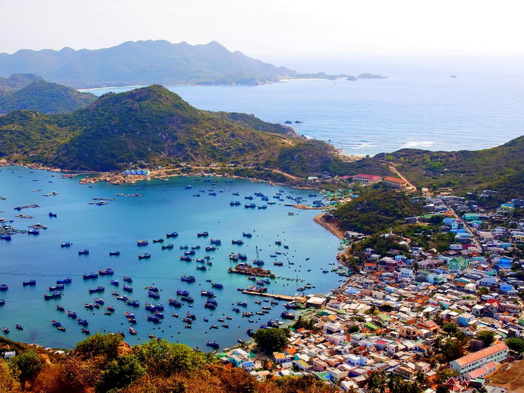 Binh Ba Island is a peaceful picture in which nature are in harmony with simple people - Photo: Internet