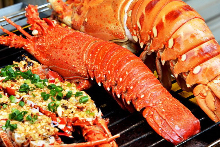 Lobster is a famous specialty of Binh Ba Island - Photo: Internet