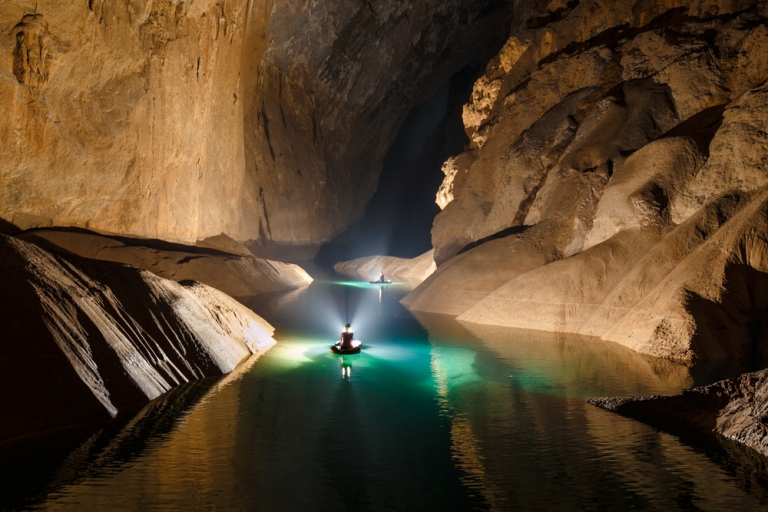 (Inside the cave, there is a pond flowing water all year round with the sound of water flowing as a song resounds among high mountains and thick forests)
