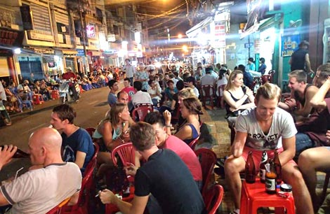 If you want to know the Ho Chi Minh nightlife, just wander on Pham Ngu Lao Street