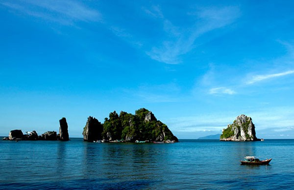 "The wild Ba Lua Islands is known as ""Halong of the South"" - Photo: Internet"