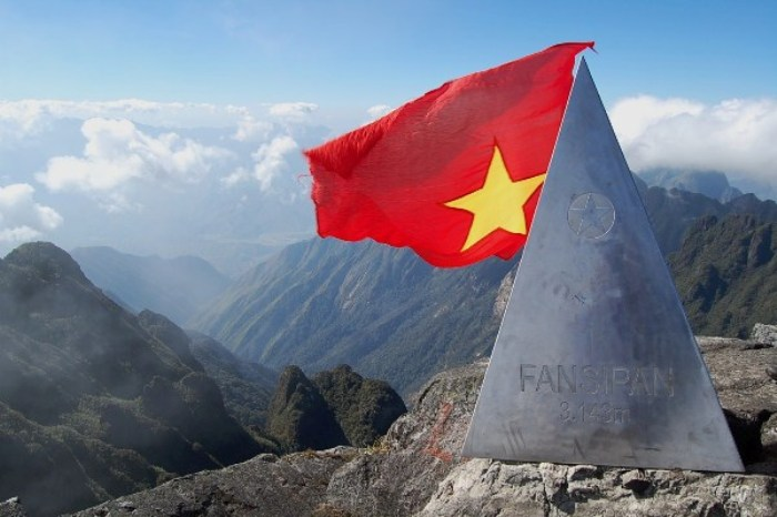 "Conquering Fansipan - ""The Roof of Indochina"" - is the dream of many people loving adventures - Photo: Internet"