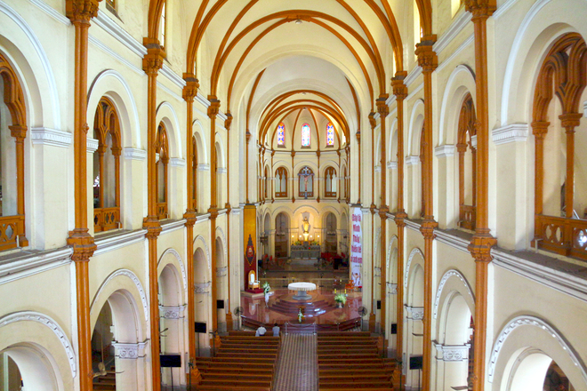 The overview inside the Saigon Notre Dame Cathedral - Photo: Internet