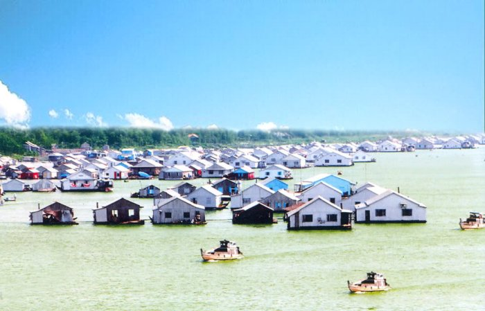Each boat in Bassa floating village (Chau Doc, An Giang Province) is also a home to a family - Photo: Internet