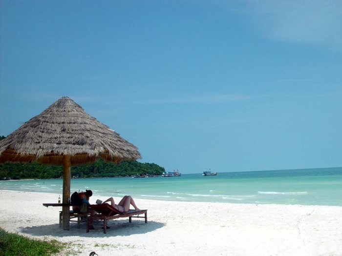 Ham Rong Beach is one of beaches as beautiful as a Chinese ink panting in Hue - Photo: Internet