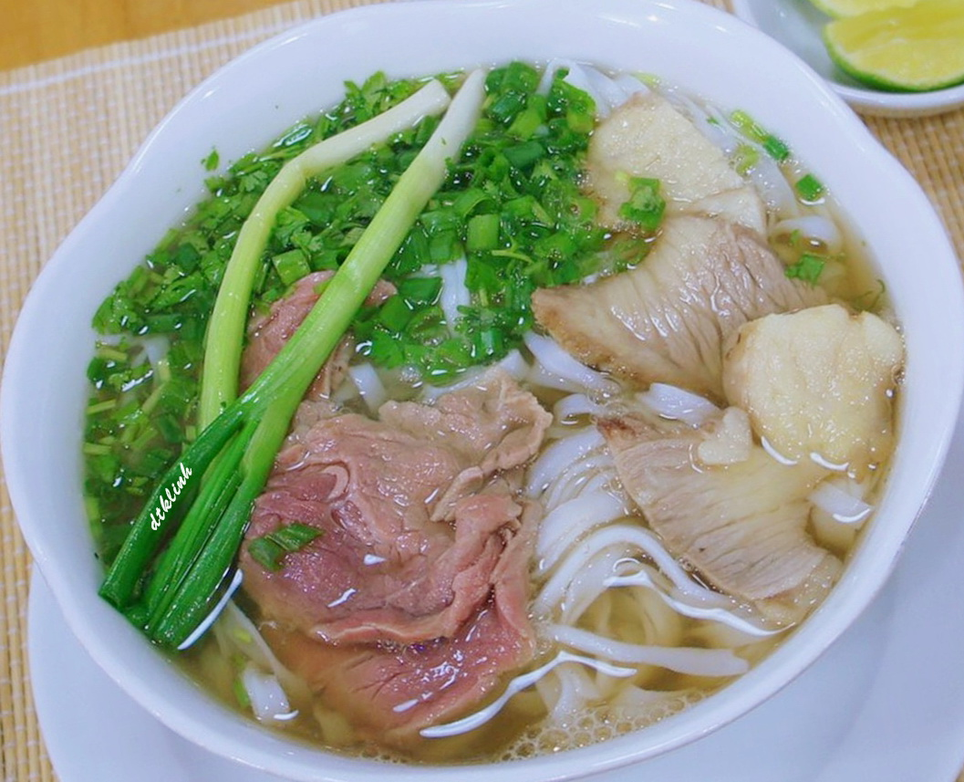 The heirloom pho is something you should not forget to enjoy when visiting the Capital Hanoi - Photo: Internet