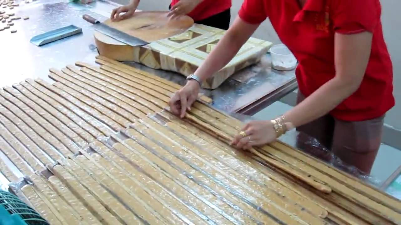 You should visit Thanh Long coconut candies workplace to understand the process of making coconut candies - Photo: Internet