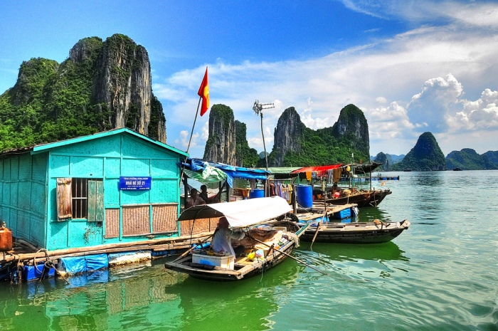 Lang Chai Cua Van in Halong bay was recognized twice by UNESCO as World Natural Heritage - Photo: Internet