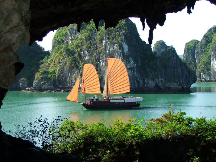 Looking from Trinh Nu cave, the scene is so romantic - Photo: Internet