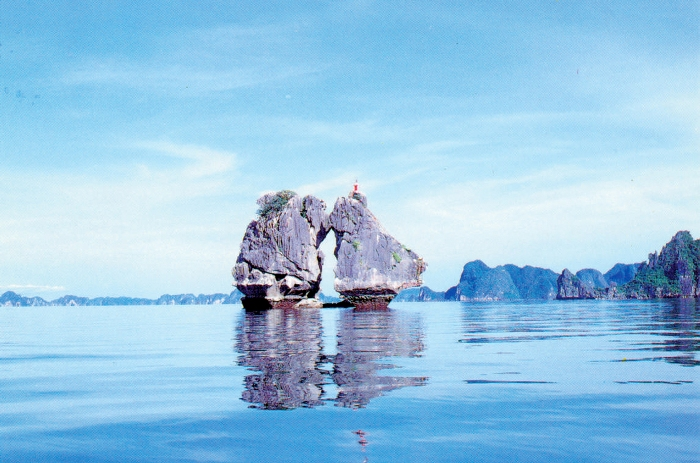 Weather in Halong Bay has two distinctive seasons (the hot and the cold) so tourists visit there all the year - Photo: Internet