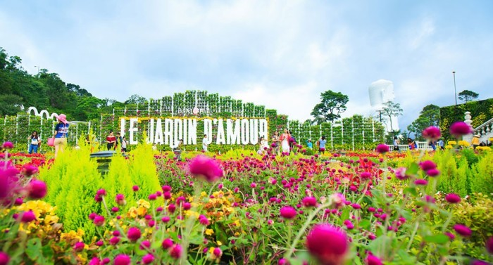 Le Jardin D'Amour flower garden at Ba Na Hills is a place gathering lots of exquisite flowers from Europe - Photo: Internet
