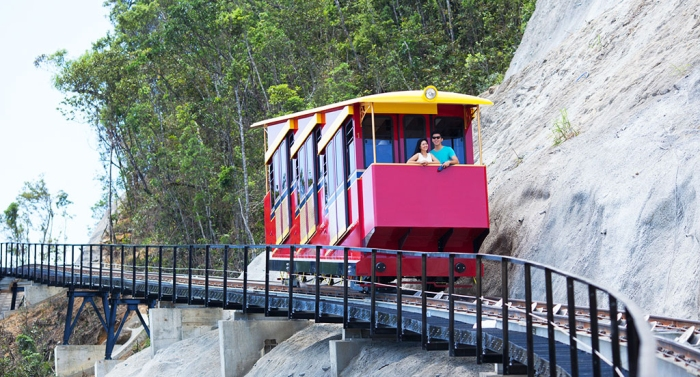 This type of the funicular can substitute for transit vehicles, saving time driving visitors to visit other places - Photo: Internet
