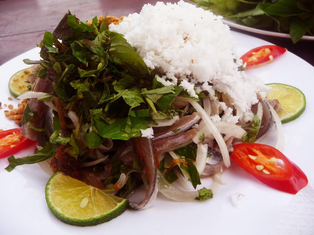 Herring salad is a dish creating the culinary culture of Phu Quoc - Photo: Internet