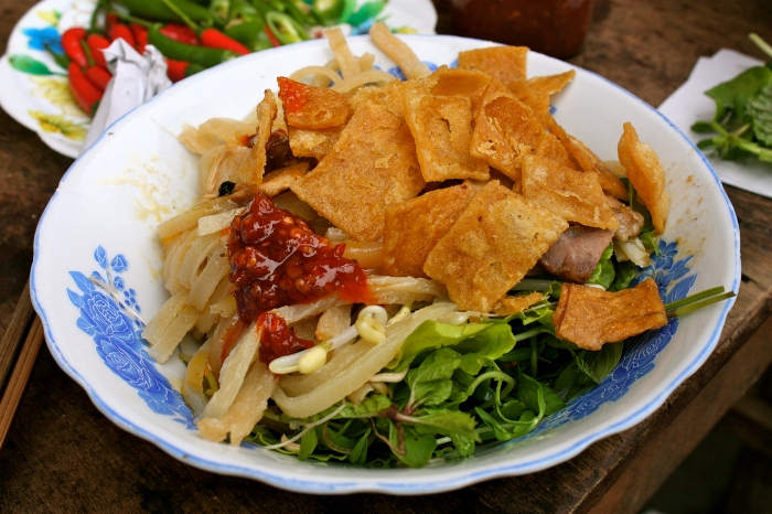 Cao lau is a specialty that makes Hoi An more remarkable a travel destination - Photo: Internet