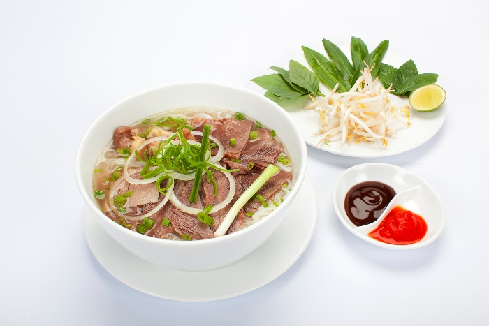 Pho is the most featuring food of Vietnamese cuisine. It is so popular that you can try it everywhere in the country, for example, Ho Chi Minh City, Hanoi, Vung Tau, Da Nang, ect. - Photo: Internet