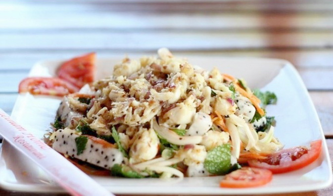 agon fruits and crabs salad (crab with dragon fruit – a type of sweet and soar fruit) is one of the most nutritious and delicious that you can enjoy in Phan Thiet, Binh - Ảnh: Internet