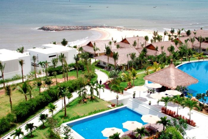 The Cliff Resort & Residences is one of the resorts that have own beautiful beaches in Mui Ne, Binh Thuan - Ảnh: Internet