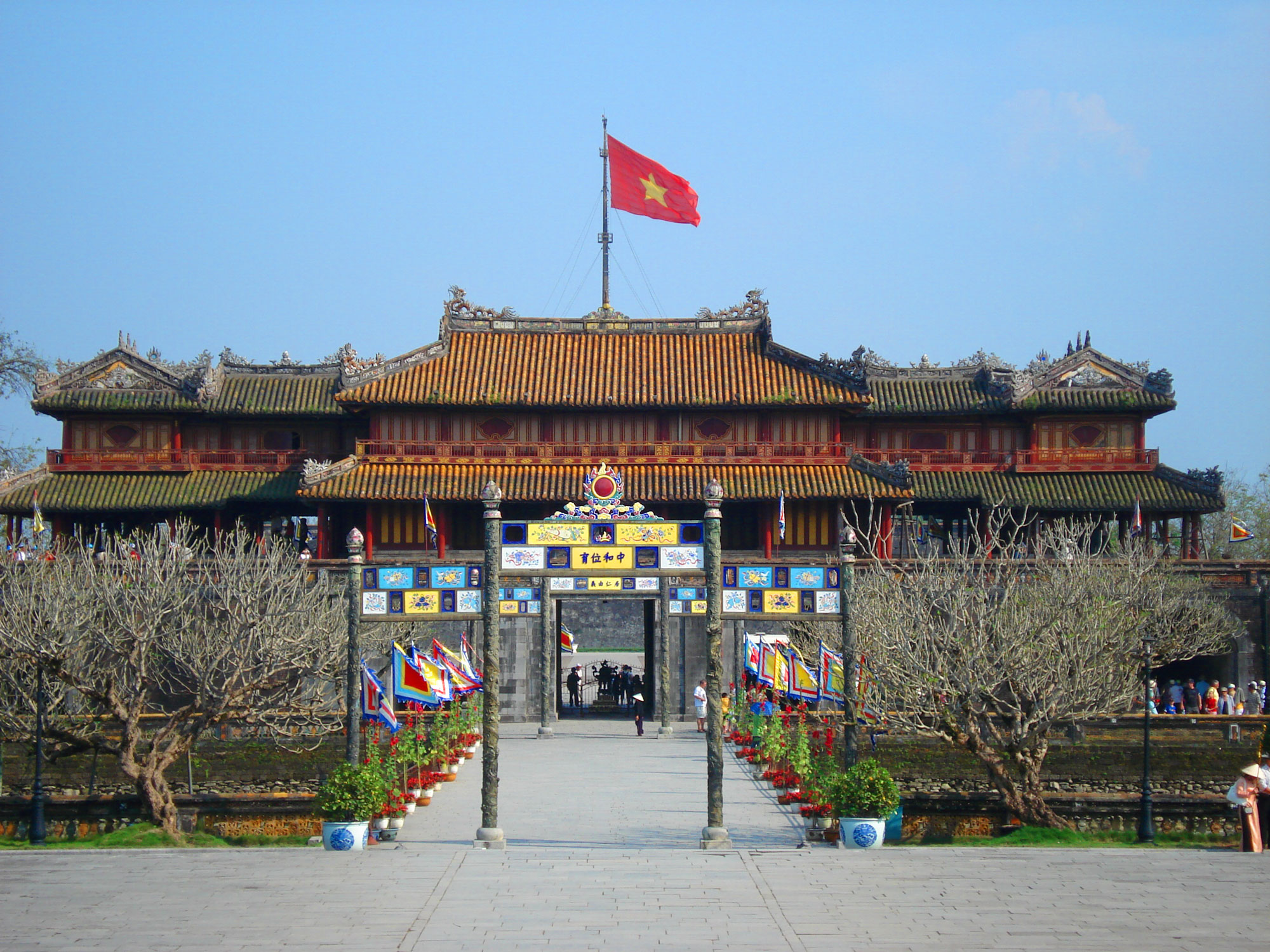 Coming to Hue Citadel in Hue City, Vietnam, you can contemplate ancient palaces and relics of the old kings - Photo: Internet