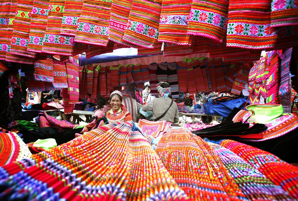 Vietnam brocade attracts many because of its beauty tourists - Photo: Internet