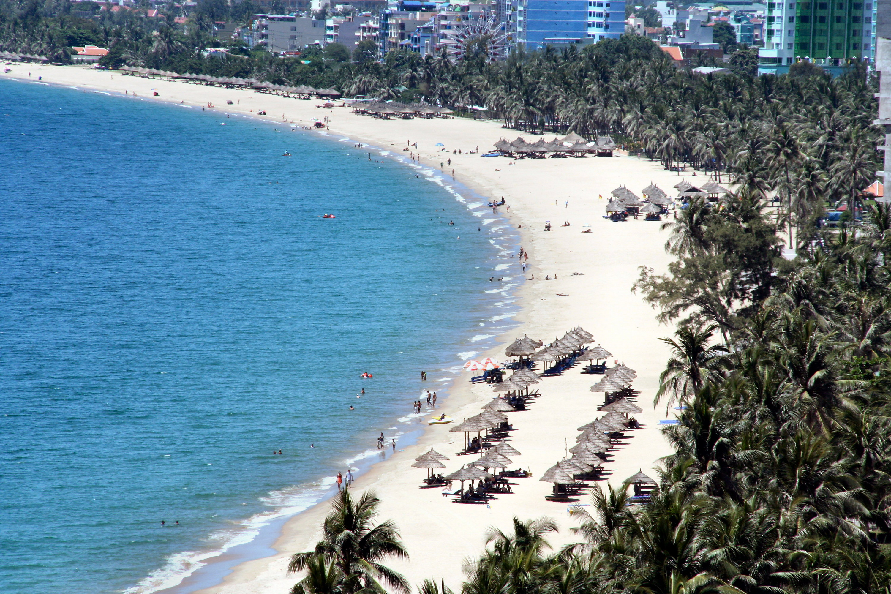 Nha Trang beach (Khanh Hoa Province, Middle of Vietnam) - Photo: Internet