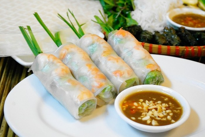 Saigon Goi Cuon is very easily found anywhere in the city, either in luxirious restaurants or in street shops - Photo: Internet