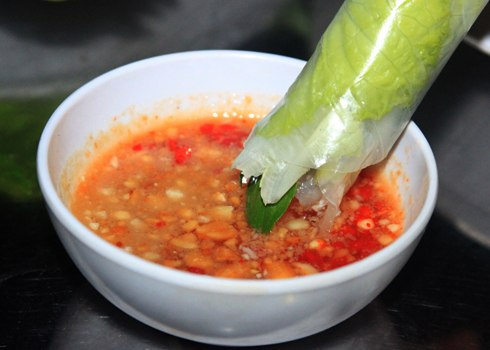 Fish sauce with chili and crushed peanut - Photo: Internet