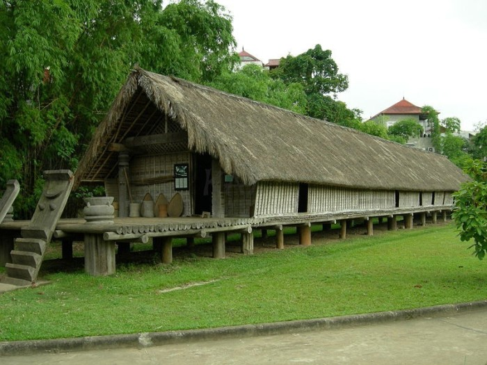 Going to Don Village (Buôn Đôn), Dak Lak Province to contemplate typical long houses - Ảnh: Internet