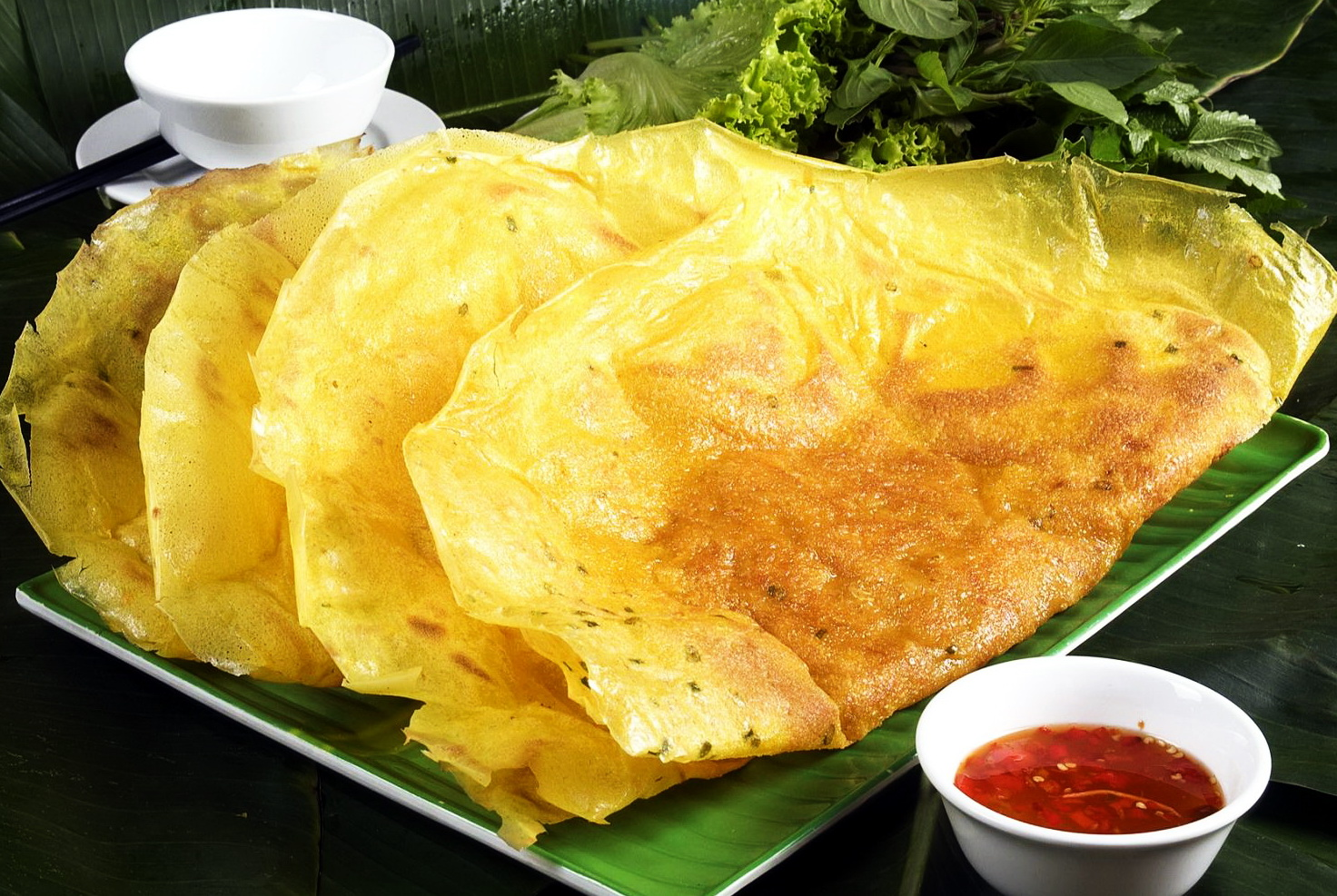 Banh Xeo in the South of Vietnam has the big size, for it is cooked in a very large frying pan - Photo: Internet