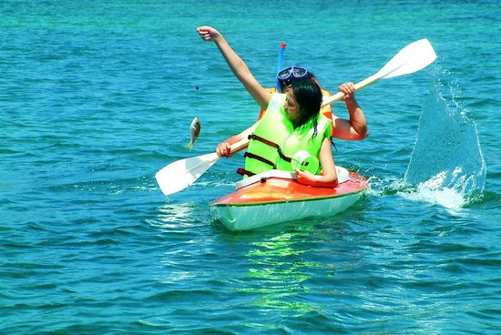 Kayaking on Phu Quoc Island, Kien Giang Province - Photo: Internet
