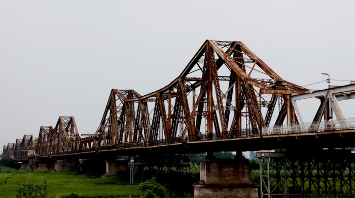 Long Bien Bridge, Hanoi – the first steel bridge connecting two river banks of Red River still stands imposingly in Hanoi Capital - Photo: Internet