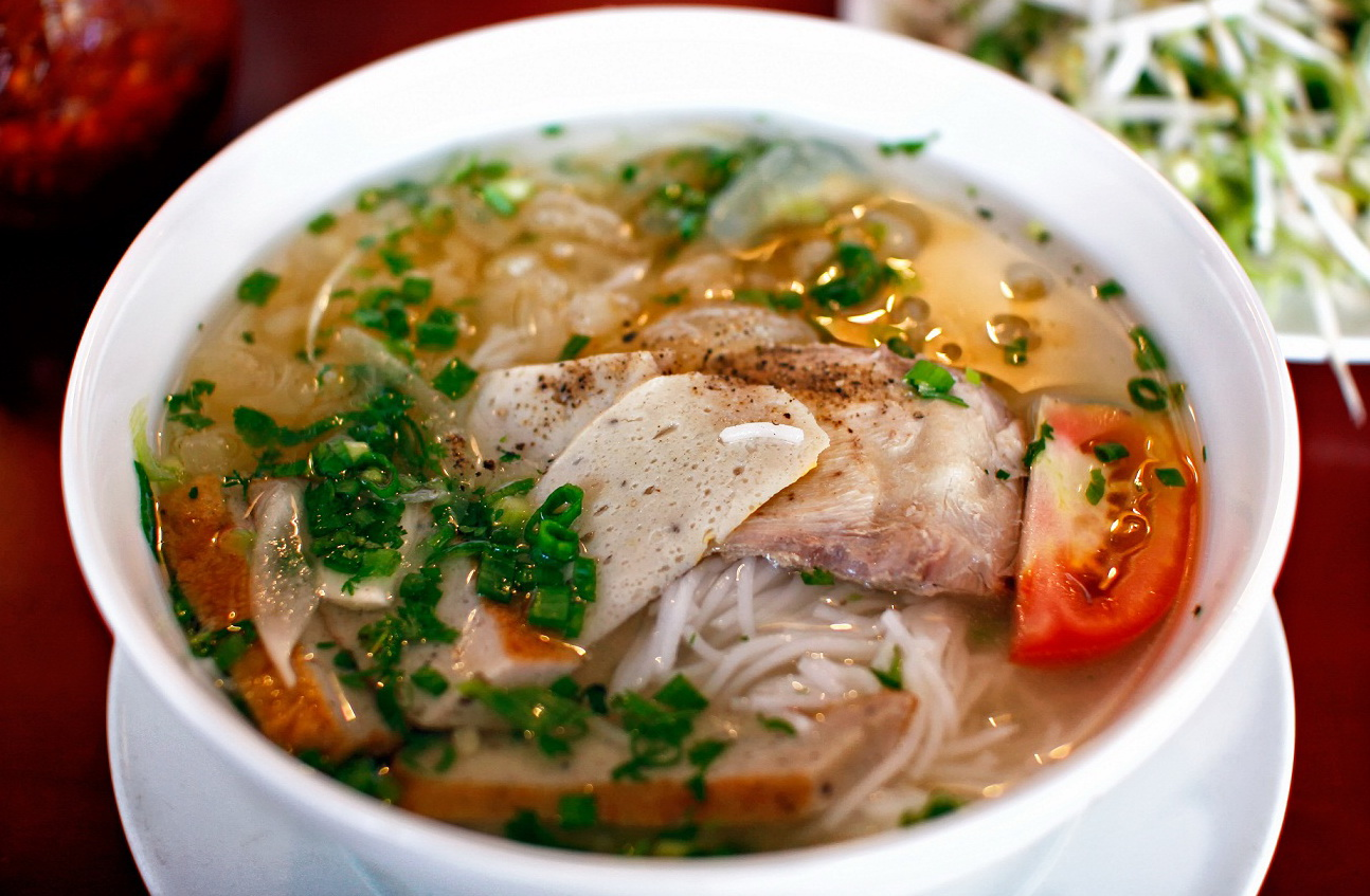 Fish cake noodle soup is a famous street food of Nha Trang City - Photo: internet
