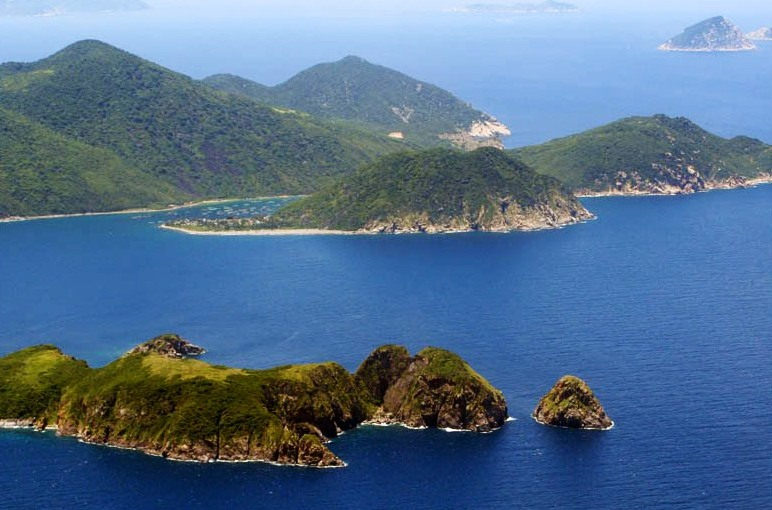 The stunning beauty of Hon Mun Island about 10 km far from the downtown of Nha Trang to the Southeast - Photo: Internet