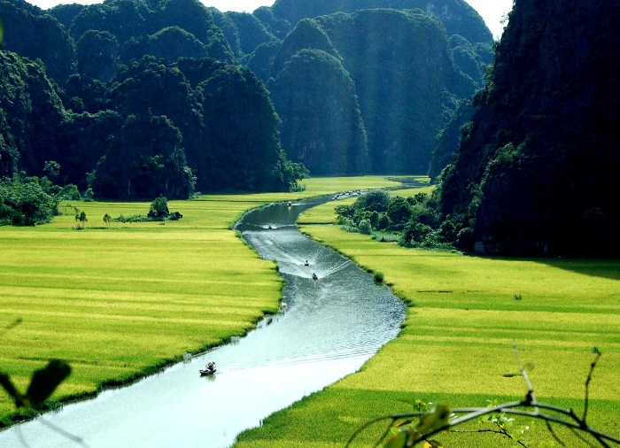 The nature scene in Tam Coc - Bich Dong (Ninh Binh Province) is as beatiful as in an ink painting - Photo: Internet