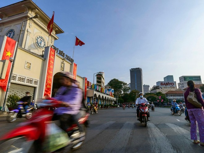 Ben Thanh market is an unforgettable street food destination. Photo: Alamy.