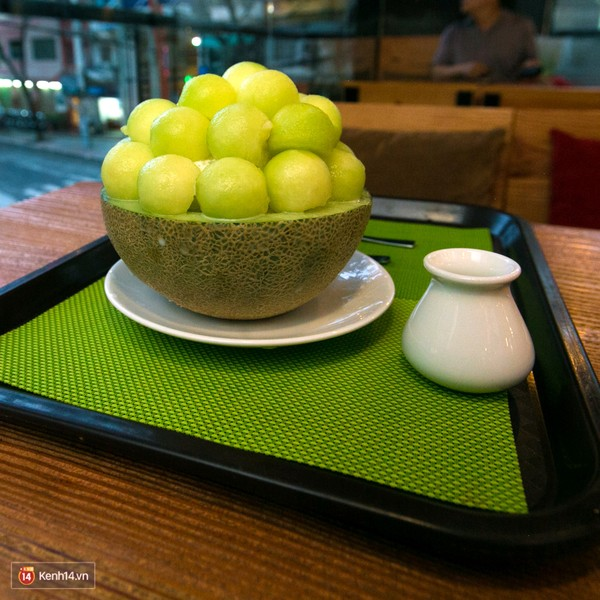 .. Bingsu dishes made from super- scent and sweet melon.