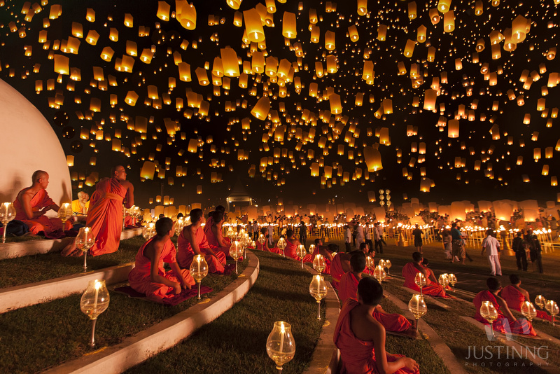 Several thousand people attend the largest release of lantern