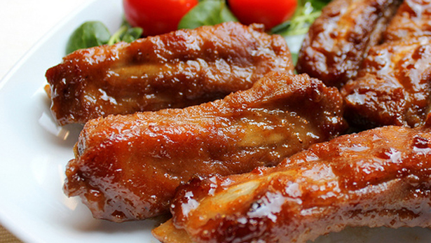Honey BBQ ribs is ready for serving