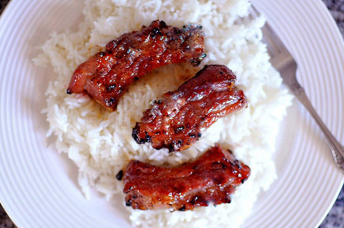 If you prefer, you can enjoy the BBQ ribs with white rice, which is also very tasty