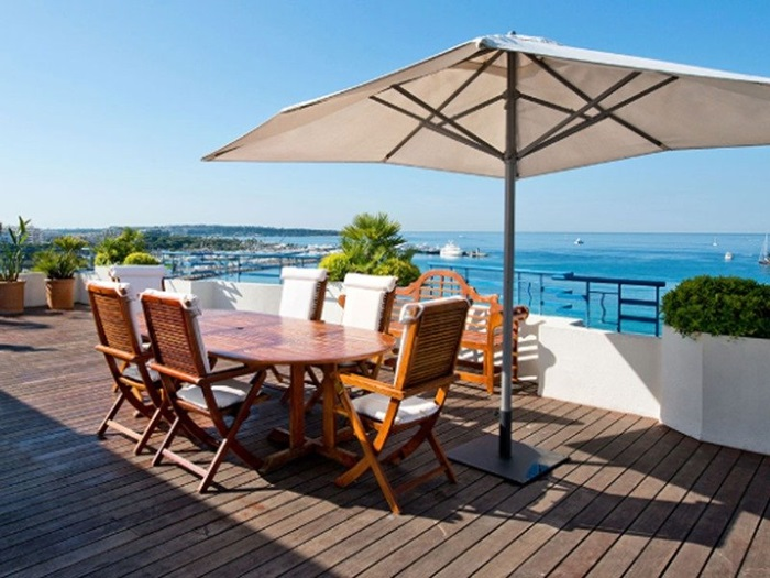 An overlooking the gorgeous Bay of Cannes