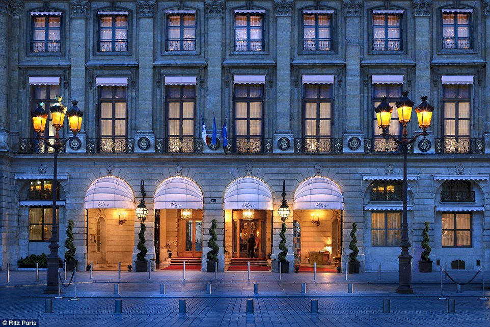 It look like a luxurious shopping gallery - Photo: Ritz Paris