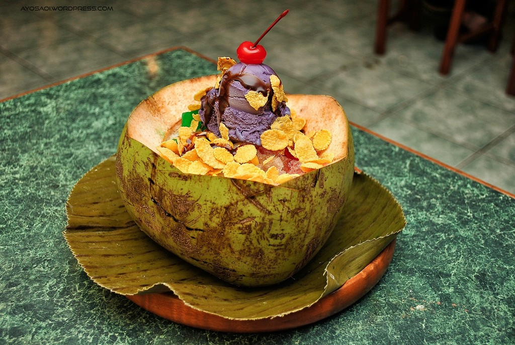 Enjoy a glass of halo-halo to cool down the hot days in the Philippines - Photo: Ayosaoi