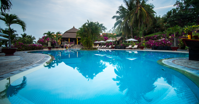 Besides the brilliant tropical gardens, the Victoria Phan Thiet Infinity also owns the most beautiful swimming pool in the Victoria hotel chain - Photo: victoriahotels