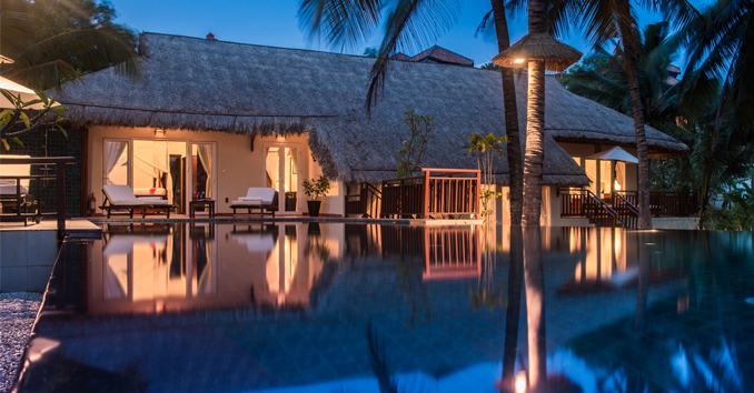 The bungalow near the sea like this would be the perfect choice for couples with a spacious and minimalist design - Photo: victoriahotels