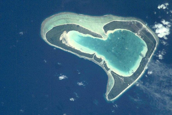Guests can also visit Tupai atoll, which is located off north Bora Bora. There are many flights for tourism as well as the wedding trip to Tupai, which is one of the world's large symbol of love.