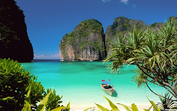 An ecstasy Krabi with jade green water